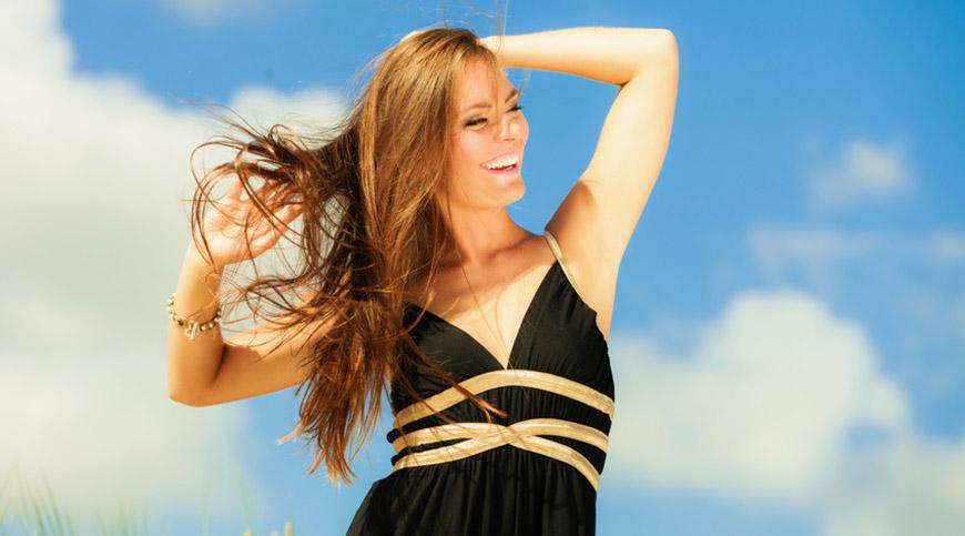 De beaux cheveux au soleil